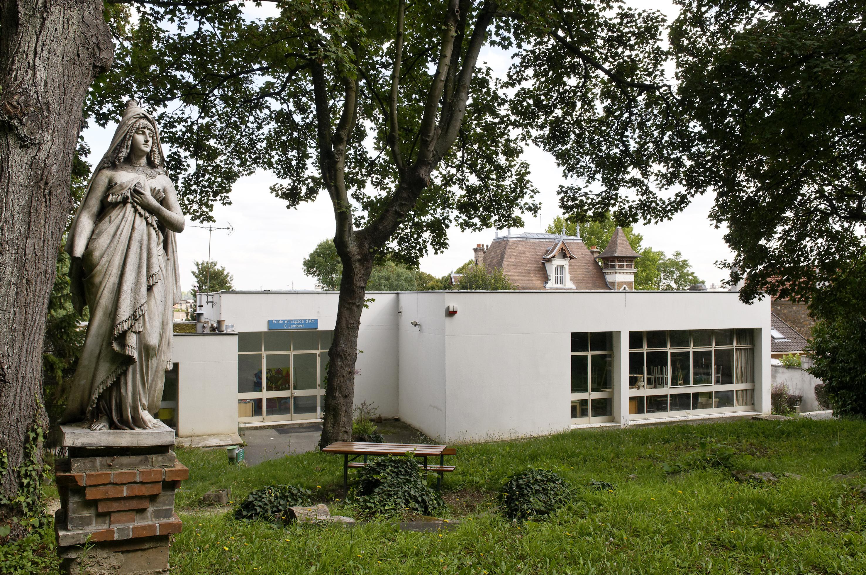 École et Espace d'art contemporain Camille Lambert